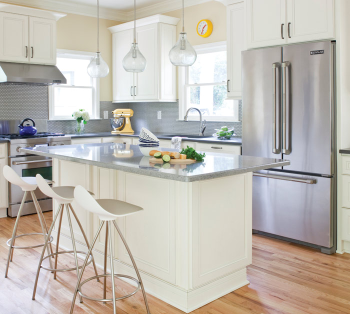 Kitchen-design-backsplash-pendantlights_AJW-Designs_Christina-Wedge
