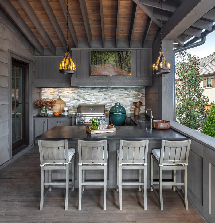 Outdoor-kitchen-grill-big-green-egg_Jessica-Bradley-Interiors_-Rebecca-Lehde